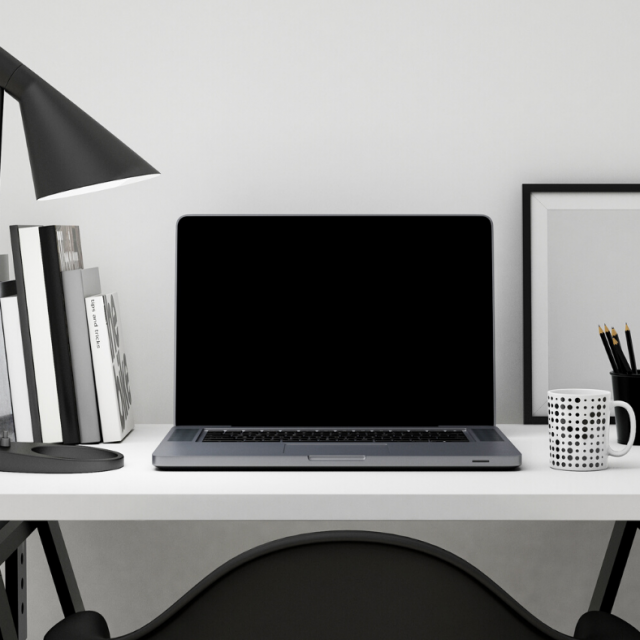 Networking Tips for remote job seekers! Here are 7 expert insights to online networking if you want to find (and land) a work from home job.
