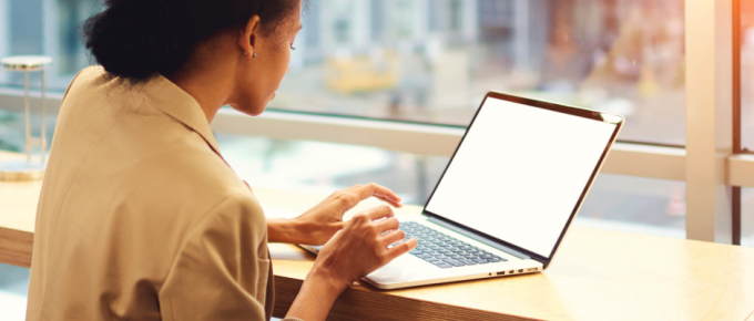 Having a hard time finding a remote job? You might be making one of these common remote job search mistakes! Here's what they are (and what to do instead).